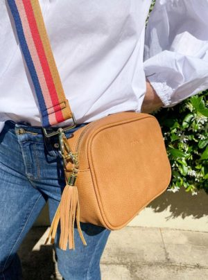 Cross body bag in tan