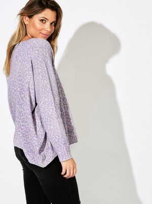 Top with leopard print in grey and lilac