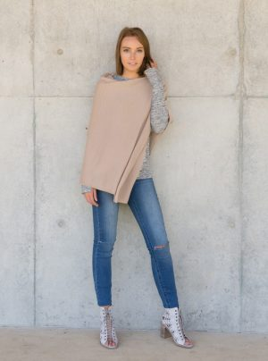 cashmere poncho in baby pink
