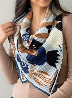 a square pleated scarf with a retro pattern