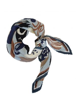 square pleated scarf with a retro pattern
